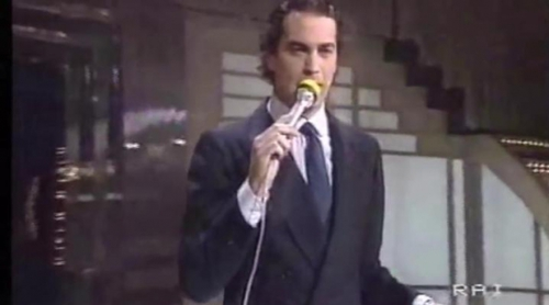 "Bertín Osborne canta ""Eterna malattia"" en el Festival de Sanremo de 1983"