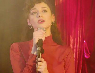 """Karina canta """"Como yo te amo"""" delante de la familia Alcántara en la promo de 'Cuéntame cómo pasó'"""