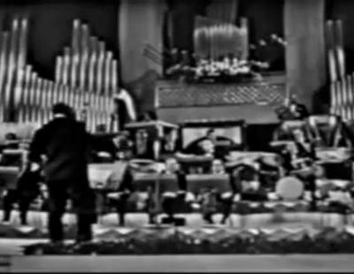"""France Gall interpreta la canción """"Poupée de cire poupée de son"""" en el Festival de Eurovisión de 1965"""