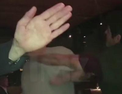 """Abofetean a Harvey Weinstein a la salida de un restaurante al grito de """"pedazo de mierda"""""""