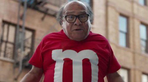 Anuncio de M&Ms para la Super Bowl 2018, protagonizado por Danny DeVito