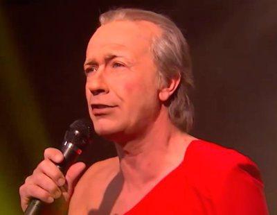 El Bertín Osborne de 'Polònia' presenta su propia letra para el himno de España