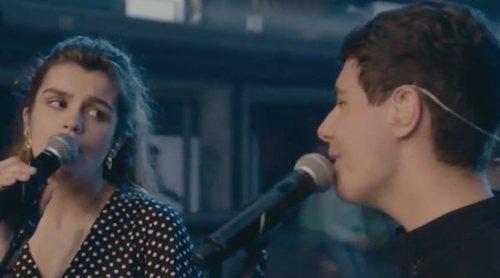 """'Fama a bailar': Amaia y Alfred interpretan """"Tu canción"""" con los concursantes en la Escuela"""