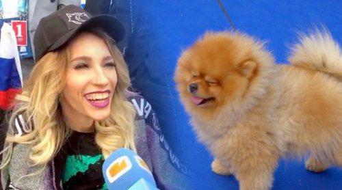 """Julia Samoylova (Eurovisión 2018) acude a la Blue Carpet con su perro: """"Es mi guardaespaldas"""""""