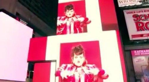 """Netta, ganadora de Eurovisión 2018, invade las pantallas de Times Square en Nueva York con """"Toy"""""""