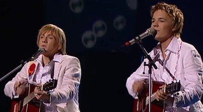"""Walter & Kazha, representantes de Letonia, interpretan """"The War Is Not Over"""" en Eurovision 2005"""
