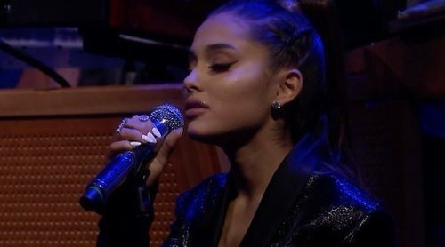 "Ariana Grande versiona ""A Natural Woman"" en honor a Aretha Franklin en el programa de Jimmy Fallon"