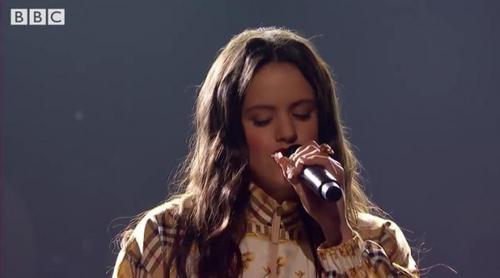 """Rosalía salta a Reino Unido para cantar """"Malamente"""" en BBC, por primera vez en televisión"""