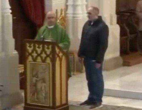 """Un hombre irrumpe en una misa emitida en Trece: """"Soy Luis Enrique y soy la reencarnación"""""""