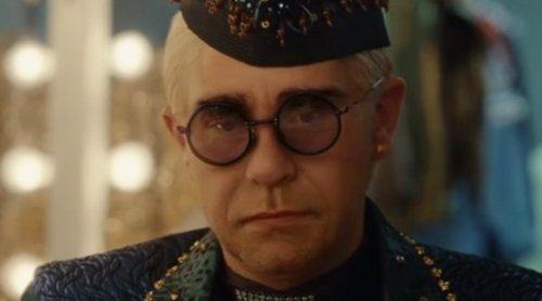 Elton John, protagonista de un emotivo y viral anuncio de Navidad que repasa su carrera musical