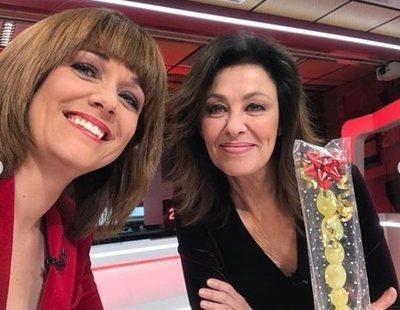 Año nuevo en el trabajo: Las doce uvas de Marta Solano y Beatriz Pérez Aranda en el plató del Canal 24 horas