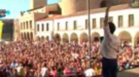 Llegada a Badajoz de los dos autobuses de la Caravana de Palomos