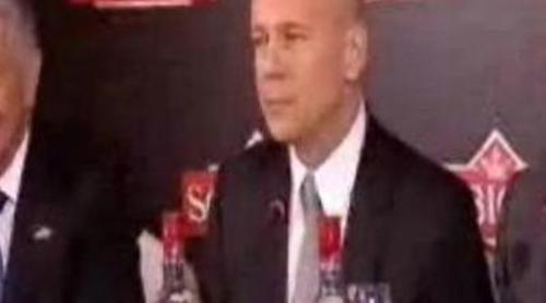 Bruce Willis pronosticó el 2-0 de España a Honduras en un reportaje de Paula Prendes