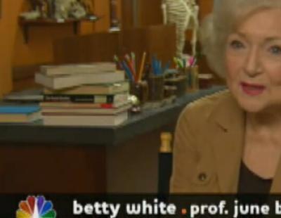 Betty White se descontrola en 'Community'