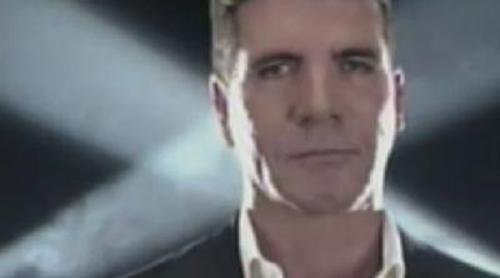 Simon Cowell presenta durante la Super Bowl su nuevo 'The X Factor'