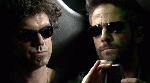 """'Vaya Crack': Roberto Leal transforma a El Hombre de Negro en El Hombre de Blanco al más puro estilo """"Matrix"""""""