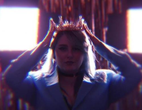 Marina Jade anuncia su próxima gira con un teaser en el que se corona a sí misma