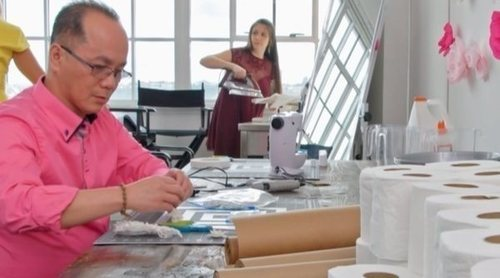 Así es ' ¡Sí, quiero ese vestido de papel higiénico!' que estrena DKiss el 27 de junio