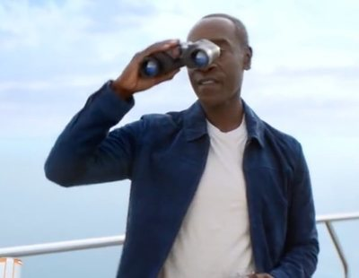 Anuncio de Michelob Ultra para la Super Bowl 2021, con Don Cheadle por partida doble
