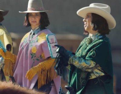 Anuncio de Klarna para la Super Bowl 2021, con Maya Rudolph comprando botas para cuatro