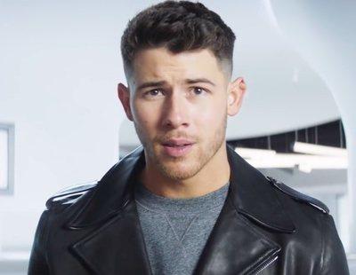 Anuncio de Dexcom para la Super Bowl 2021, con Nick Jonas repasando los avances tecnológicos