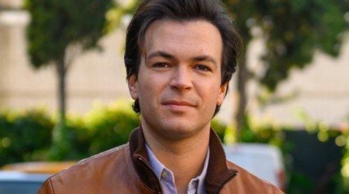 """Carlos Serrano-Clark: """"Como Jorge está en 2020 pensé que seguiría ligado a 'Cuéntame', pero voy poco a poco"""""""