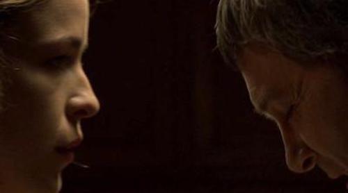 El intendente Falcón intimida a Blanca en el próximo capítulo de 'Piratas'