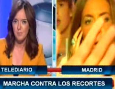 Algunos manifestantes obstaculizan el trabajo de una reportera de Intereconomía TV