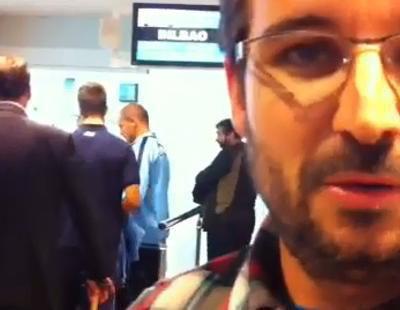 Las reacciones de Évole antes de embarcar en un avión con destino a Bilbao