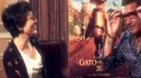 Antonio Banderas le quita las gafas a Thais Villas en 'El intermedio'