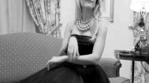 Berta Collado, una glamurosa clienta de hotel en el próximo número de Popme Magazine
