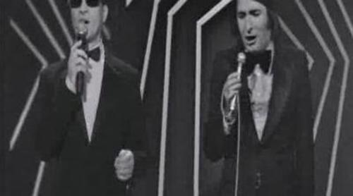 """Serafín Zubiri canta """"Un beso y una flor"""" con Nino Bravo en 'Una noche única'"""