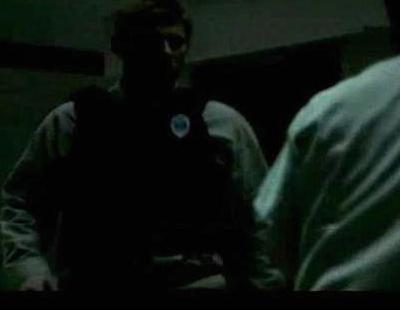 Un preso se lía a golpes con los funcionarios de prisiones para escapar en 'Ex-Convictos'