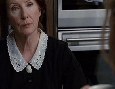 Ben Harmon conoce a la seductora Moira en 'American Horror Story'