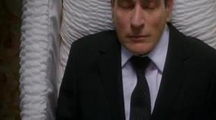 Charlie Sheen resucita en 'Anger Management' tras morir en 'Dos hombres y medio'