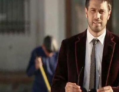 Dani Martínez abandona su estilo habitual y se pone el traje en la promo de 'Guasap!'