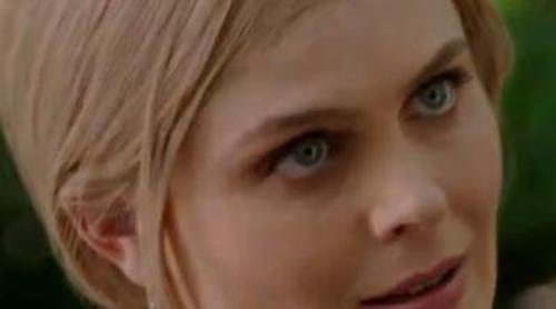 Emily Deschanel se pone una peluca rubia para huir en la nueva promo de la octava temporada de 'Bones'