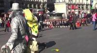 Bob Esponja y Hello Kitty a puñetazo limpio en Madrid