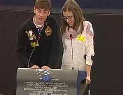 Un estudiante español imita a Ylenia de 'Gandía Shore' en el Parlamento Europeo