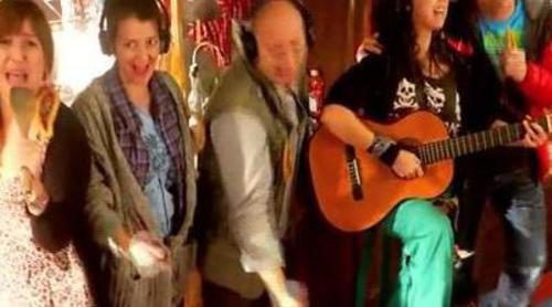 "Los personajes de 'Con el culo al aire' dan el cante con ""We Are The Churro"""