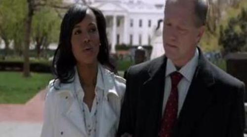 Cyrus Beene encarga a Olivia Pope en 'Scandal' cubrir un escándalo de infidelidad del Presidente de Estados Unidos