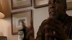 Danny Glover explica a Kiefer Sutherland el don de su hijo en el estreno de 'Touch'