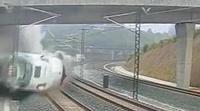 Imágenes del momento exacto del accidente de tren de Santiago