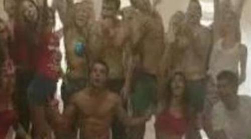"""Los protagonistas de 'Dreamland' protagonizan el videoclip """"Live the Life"""" para Coca-Cola"""