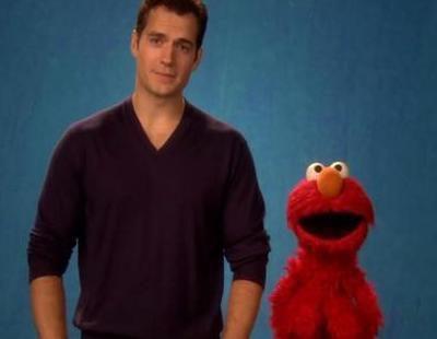 """Henry Cavill y Elmo enseñan lo que es el """"respeto"""" en 'Barrio Sésamo'"""