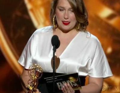 Merritt Wever se queda en blanco tras ganar el Emmy 2013