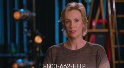 Jane Lynch y Chord Overstreet hablan sobre el abuso de drogas durante la publicidad del episodio de 'Glee'