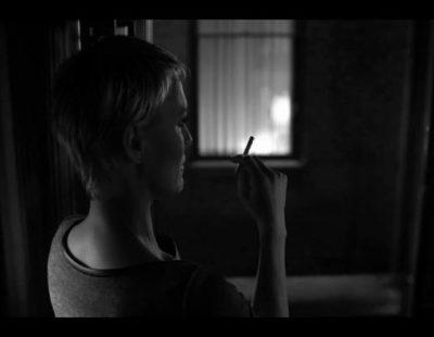Claire (Robin Wright) se fuma un cigarro en el primer teaser de la segunda temporada de 'House of Cards'