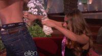 Ellen DeGeneres regala a Sofia Vergara un stripper en directo