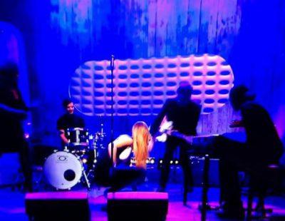 Rebecca Ferguson, finalista de 'The X Factor', se desmaya en directo en televisión